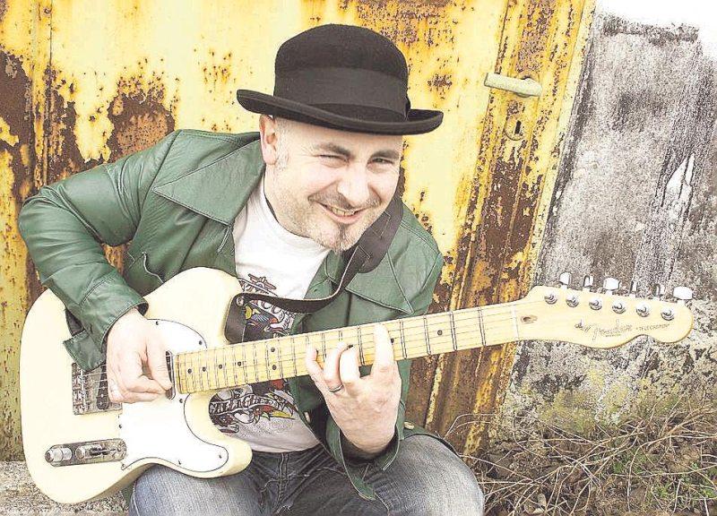 sascha_gutzeit_2012_gitarre_foto_christoph_mueller.jpg